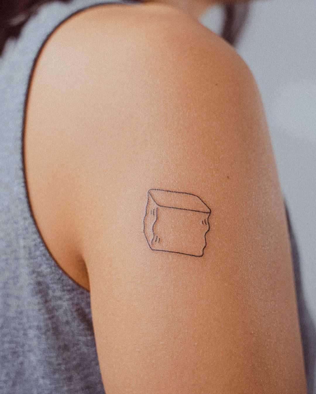 Minimalist ice cube by tattooist Bongkee