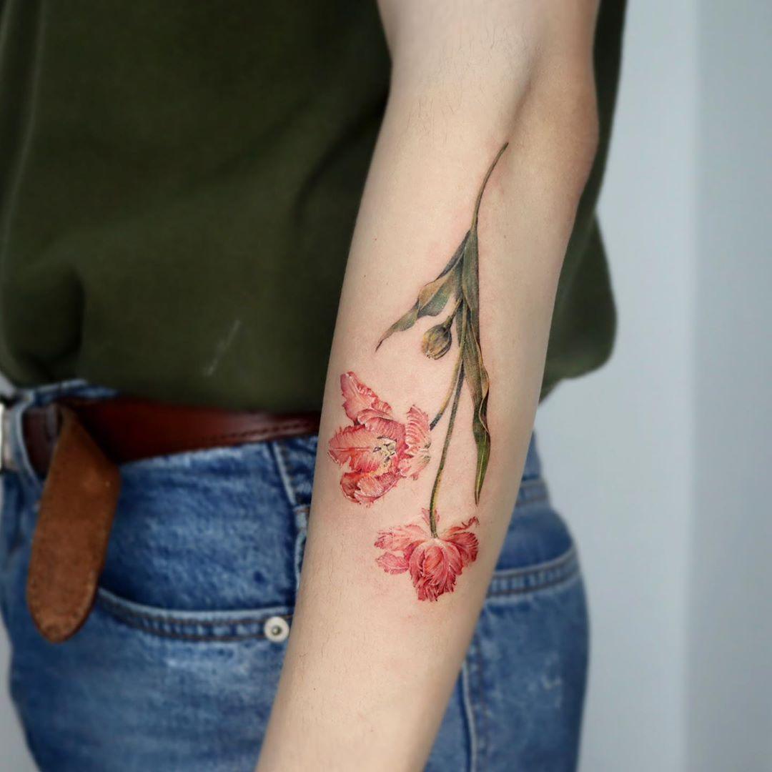 Parrot tulip tattoo by Mumi Ink