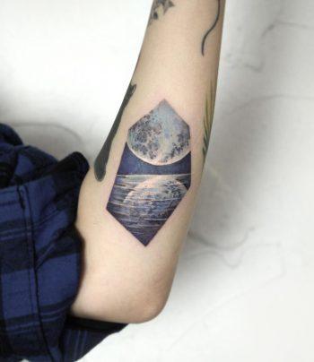 Sea and moon by Mumi Ink