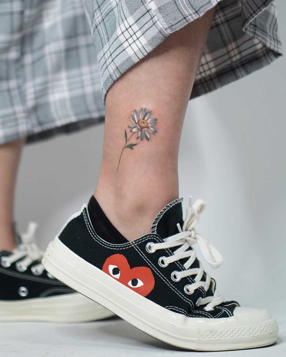 Sweet daisy tattoo by Rey Jasper