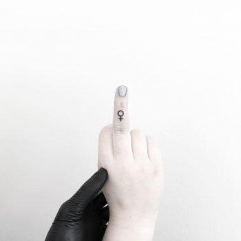 Venus symbol on a finger by tattooist pokeeeeeeeoh