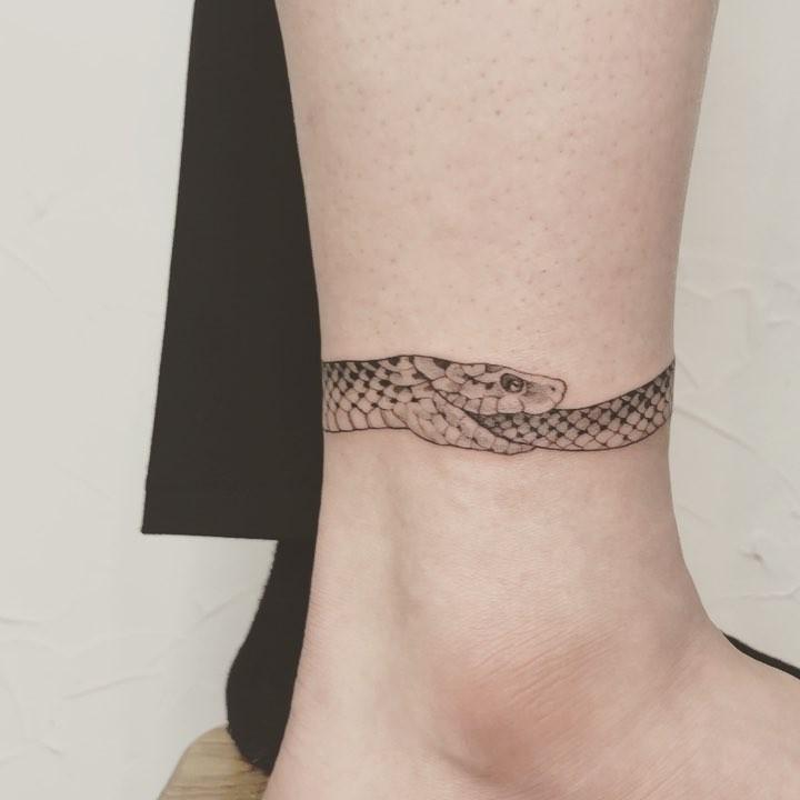 Wrap-around snake by Mumi Ink