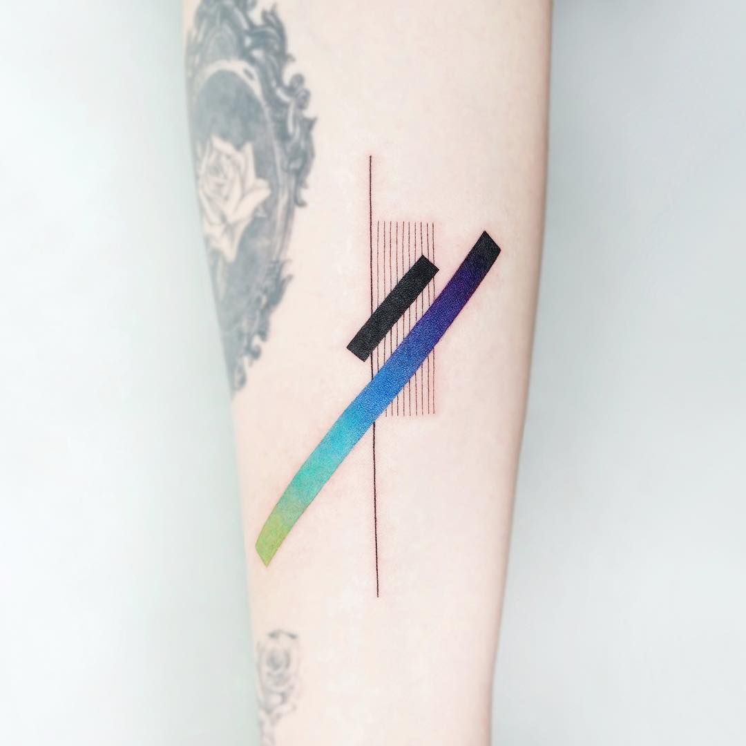 Abstract color gradation by tattooist Ida