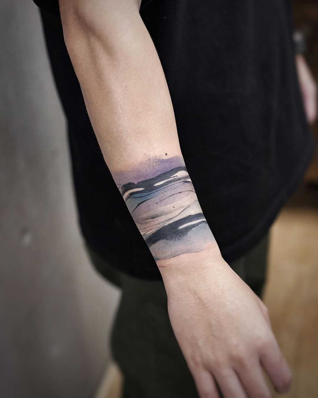 Abstract waves by tattooist Chenjie