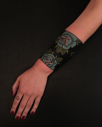 Blue rose wristband by tattooist Alejo GMZ