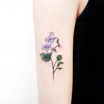 Cover-up flower by tattooist Ida