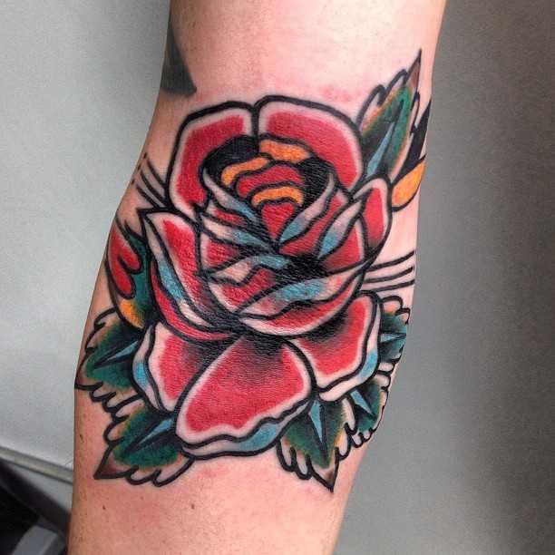 Ditch rose by tattooist MAIC