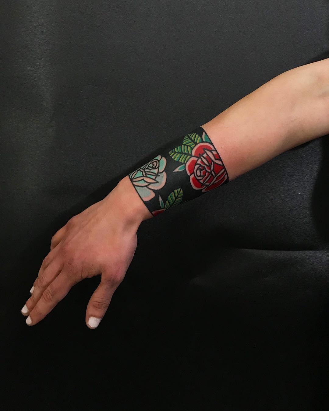 Floral armband by tattooist Alejo GMZ