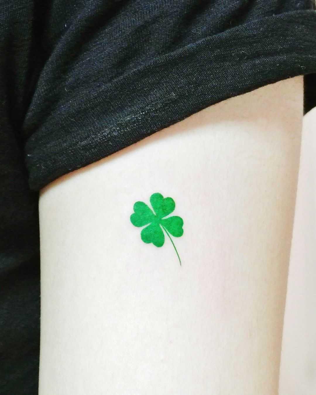 Four-leaf clover by tattooist Cozy