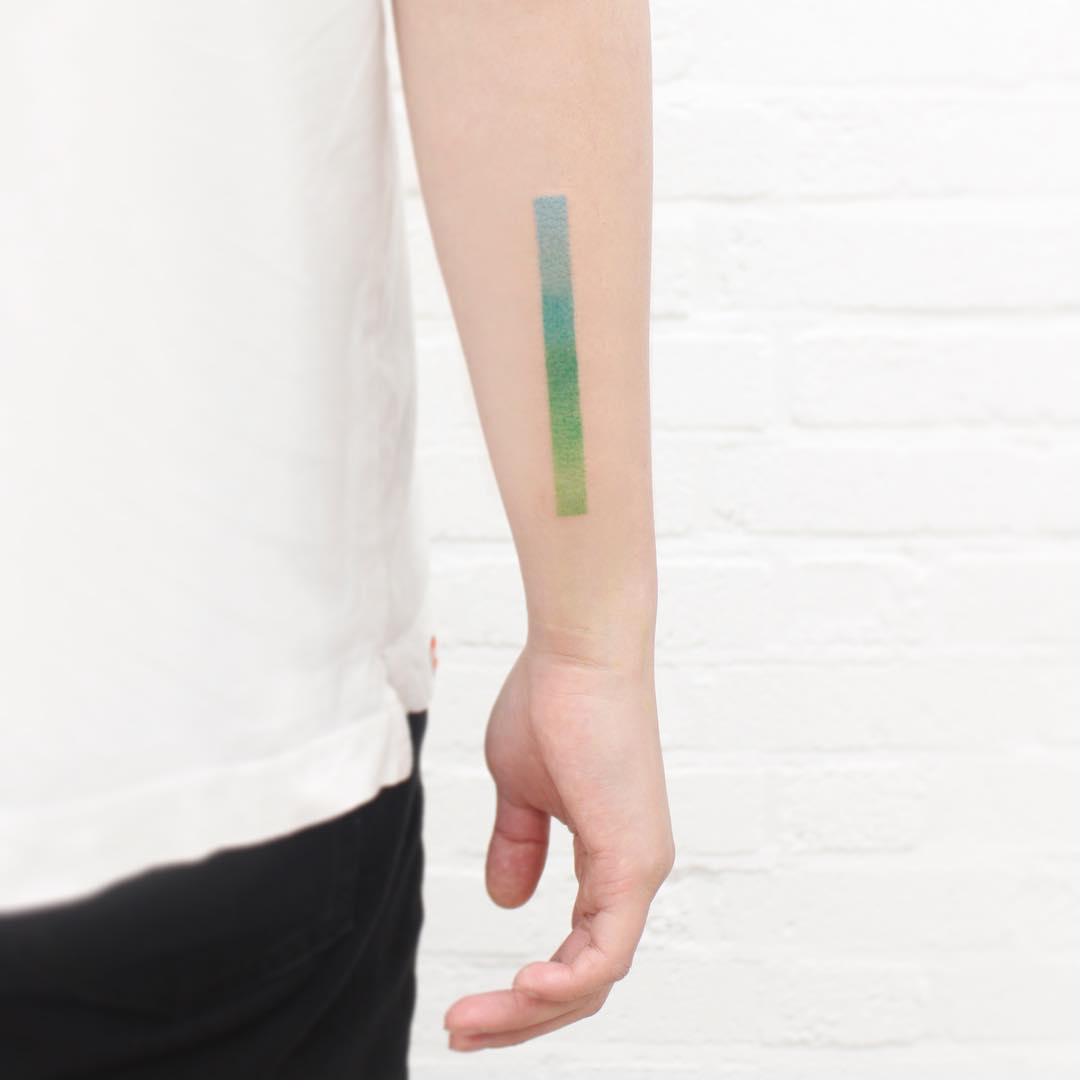 Green gradient line by tattooist Saegeem