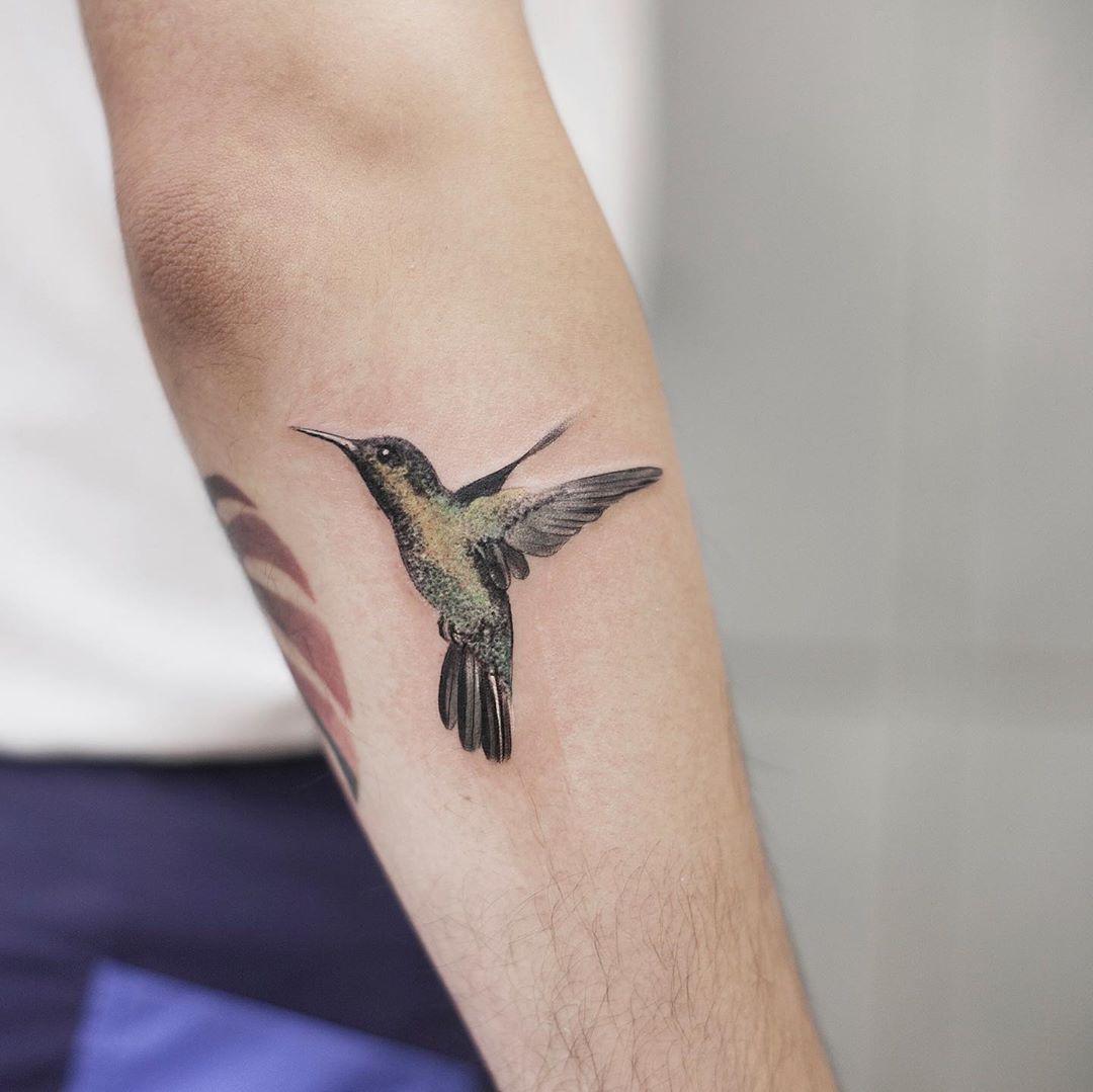 Hummingbird by tattooist Chenjie
