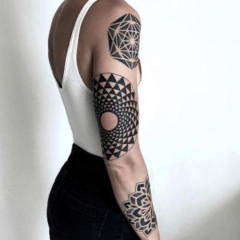 Optical illusion mandala by tattooist NEENO