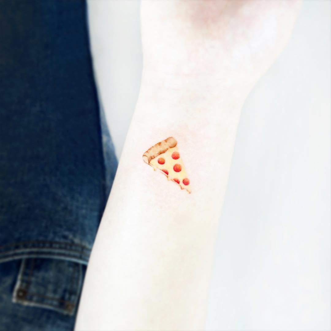 Pizza slice by tattooist Ida