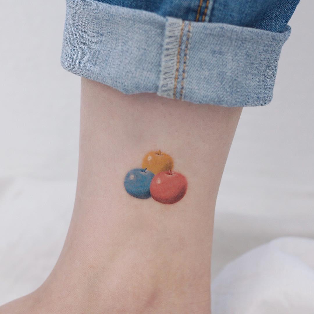 René Magritte's Le chant damour tattoo by tattooist Saegeem