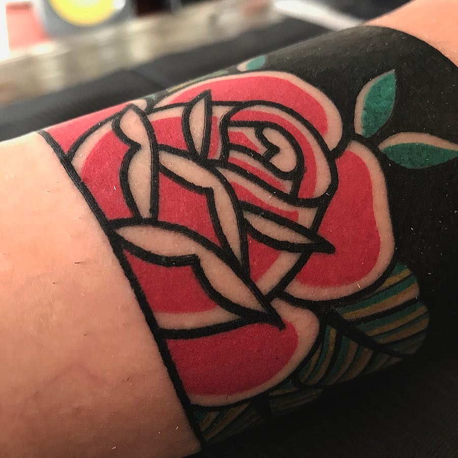 Traditional detail rose by tattooist Alejo GMZ