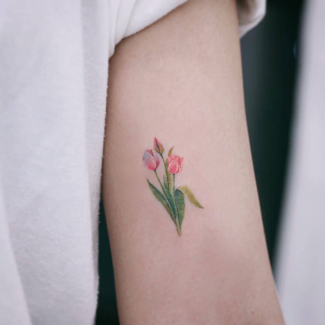 Tulips by tattooist Saegeem
