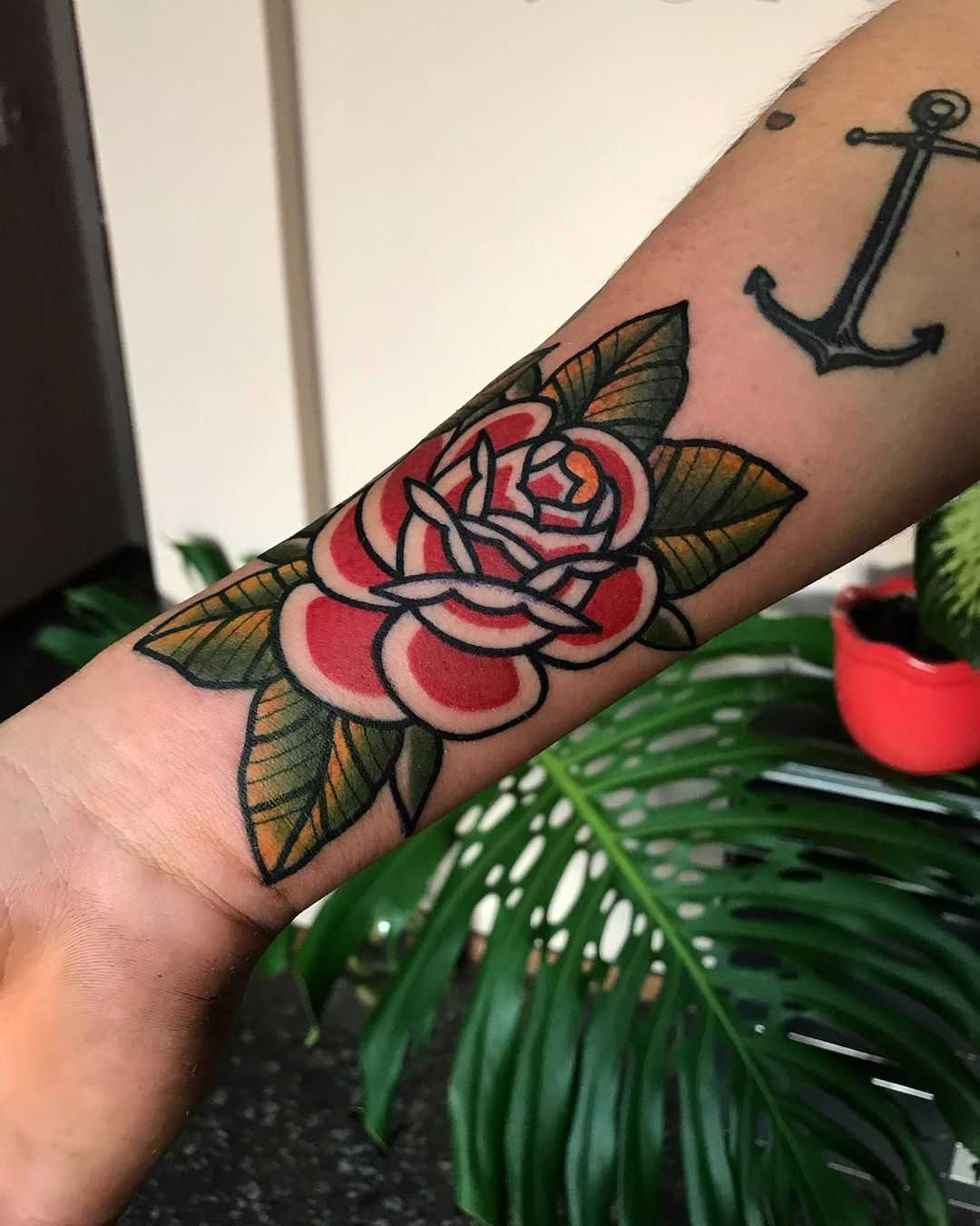 Awesome rose by tattooist Alejo GMZ