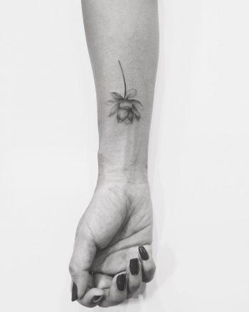 Black and grey Lotus by @ghinkos