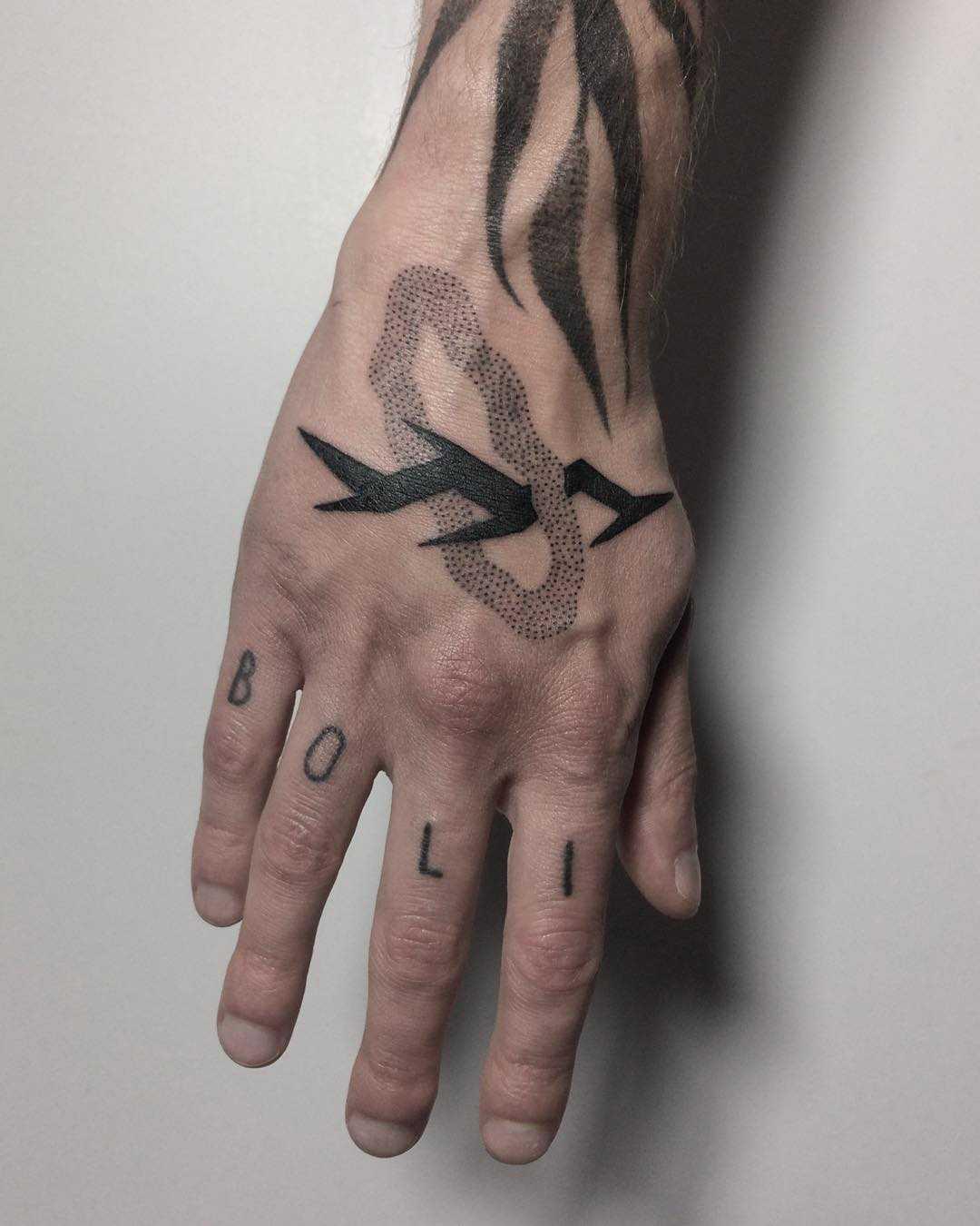 Black twig by @skrzyniarz_