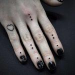 Dots on fingers by tattooist Virginia 108