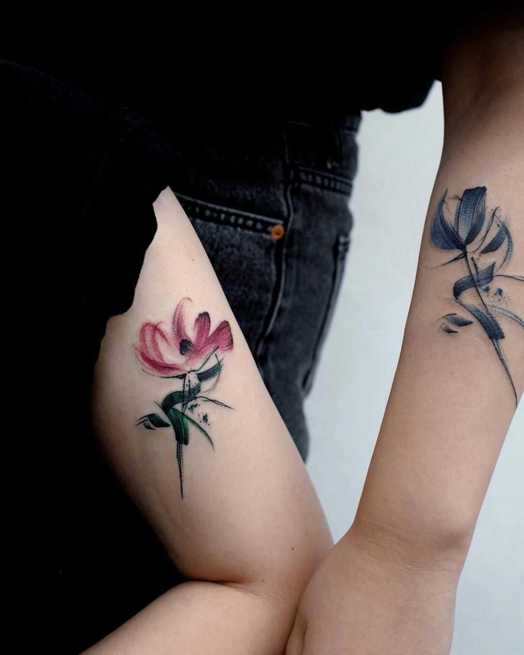 Friendship flowers by @tattoo_a_piece