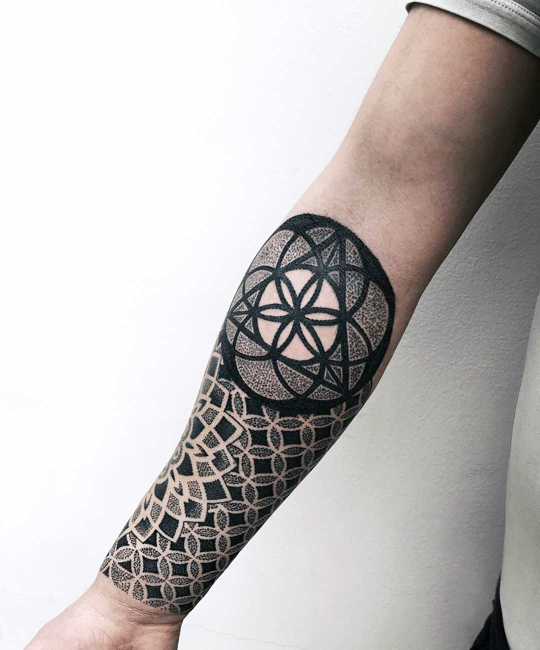 Geometric pattern and mandala by tattooist NEENO