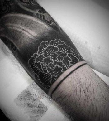 Little white peony by tattooist Virginia 108