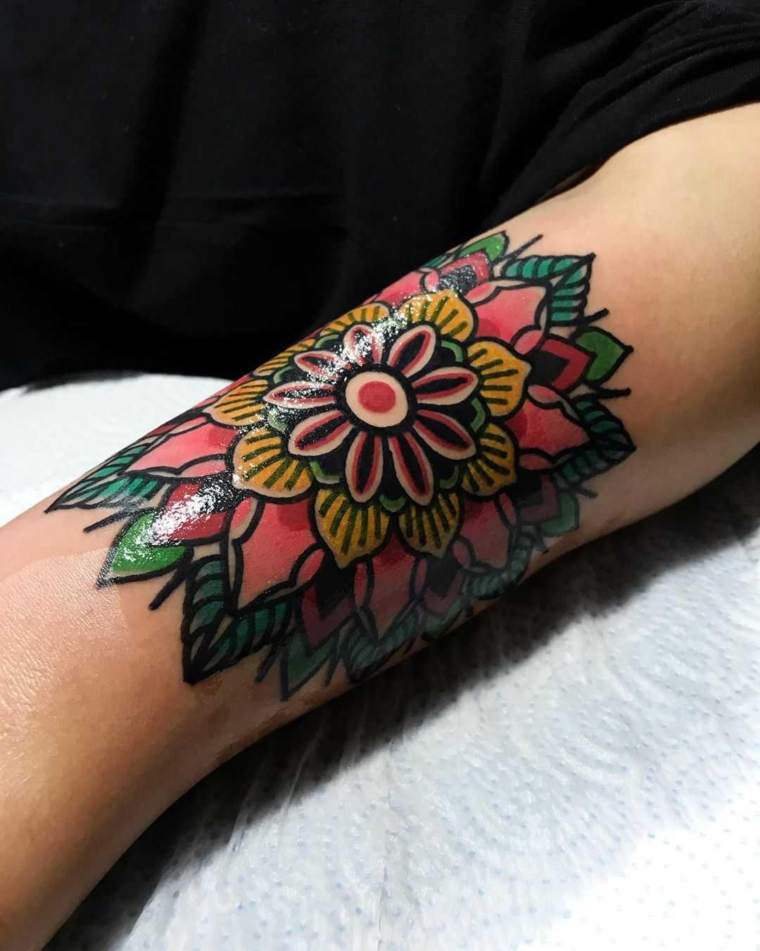 Lovely floral mandala by tattooist Alejo GMZ