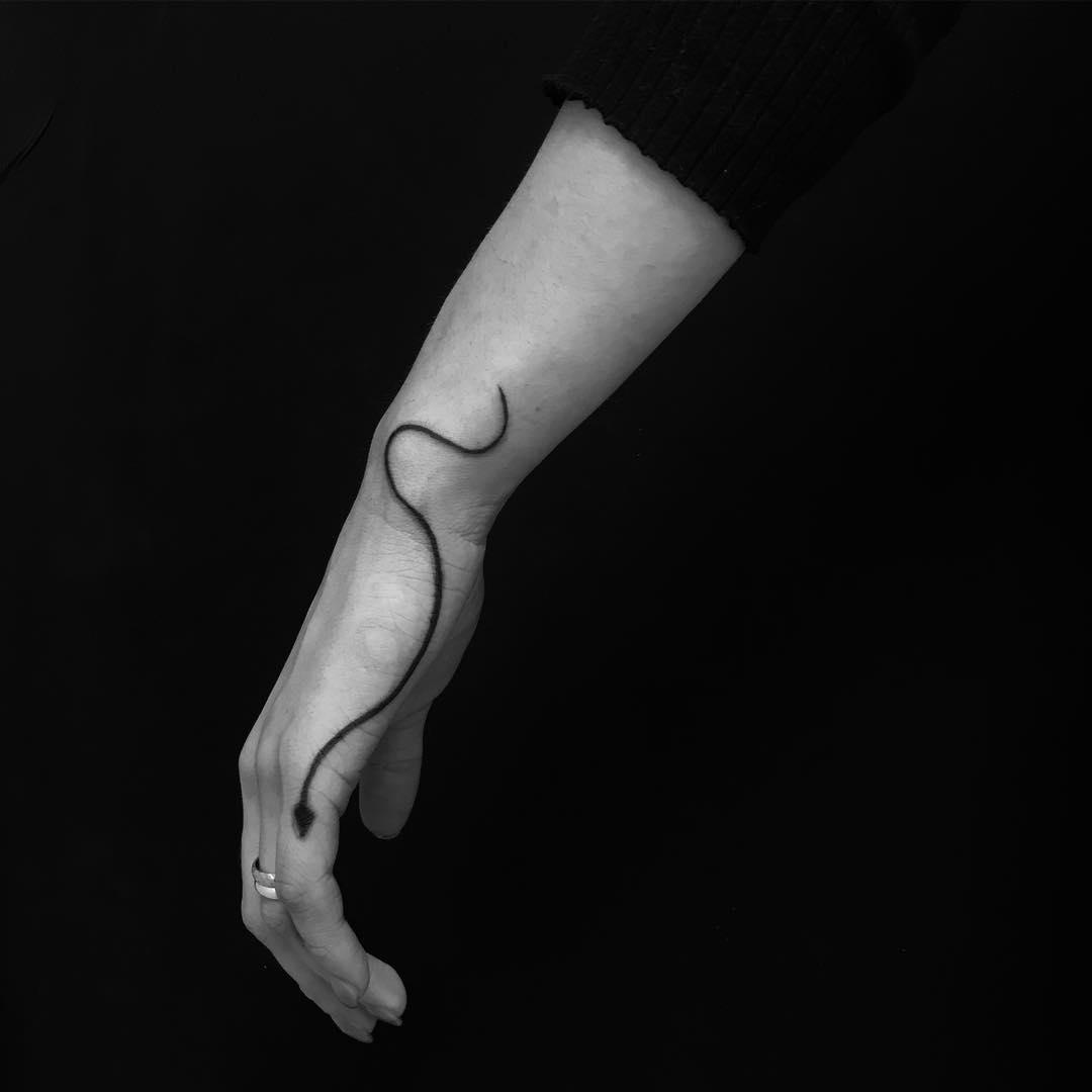 Minimalist thin snake by Marco Sorgato