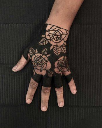 Negative space florals by tattooist Alejo GMZ