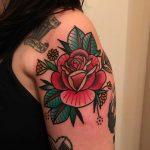 Rose on the left shoulder by tattooist Alejo GMZ