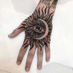Sun and moon by tattooist Alejo GMZ