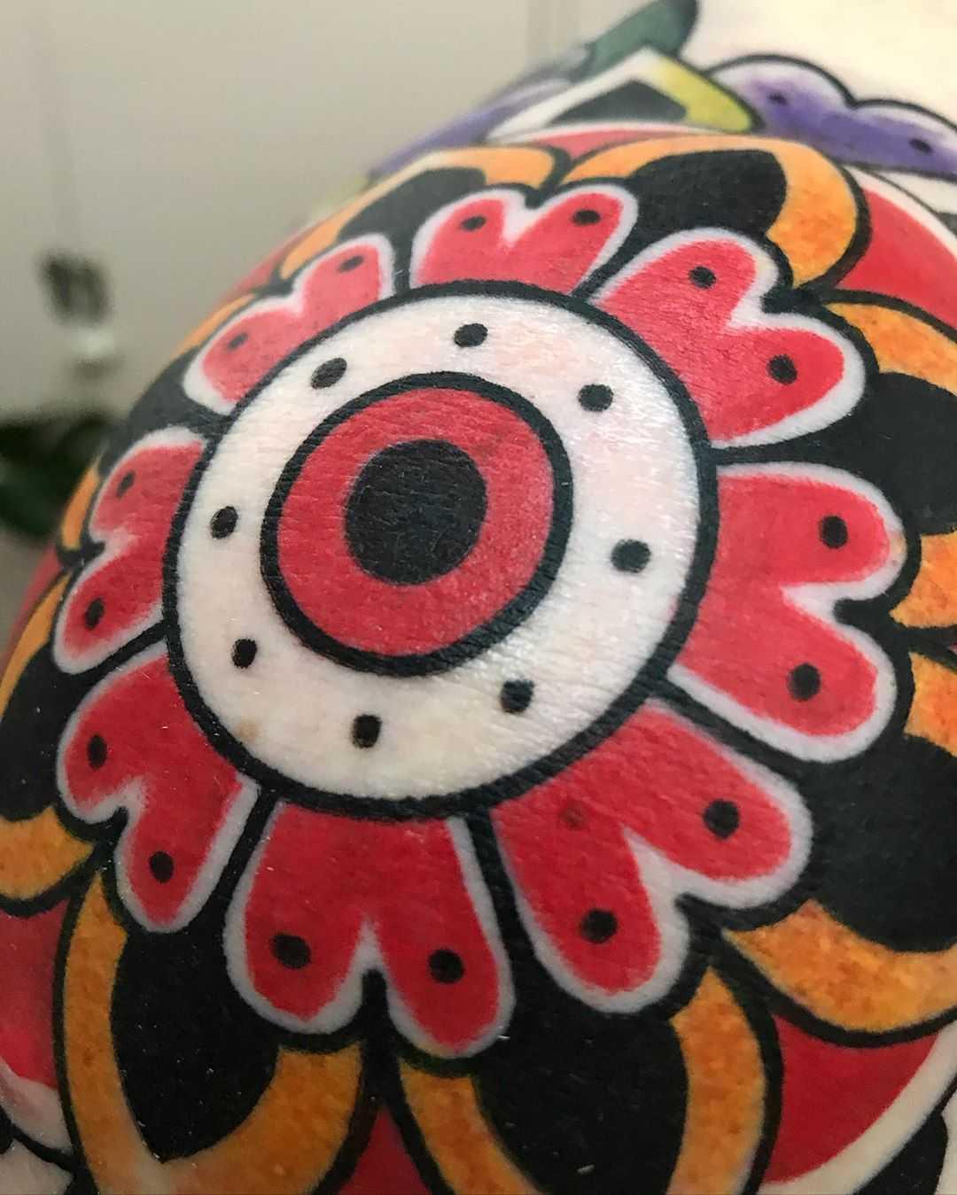 Traditional flower eye by tattooist Alejo GMZ