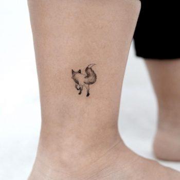 0.6 inch fox by @tattooist_sigak