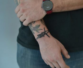Barbed wire by @tototatuer