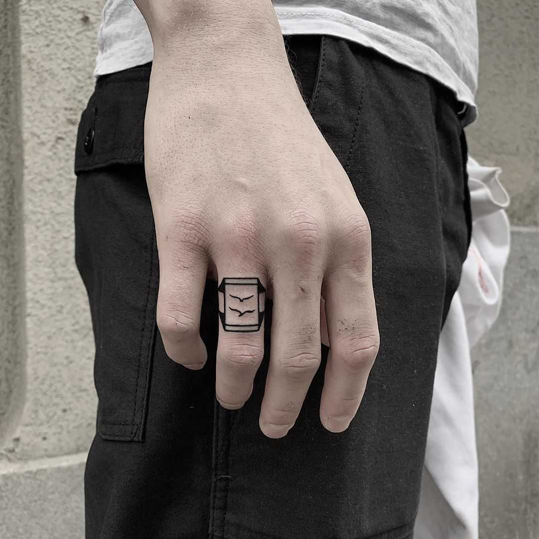 Bird ring by @ylitenzo
