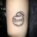 Blackwork apple by @patcrump