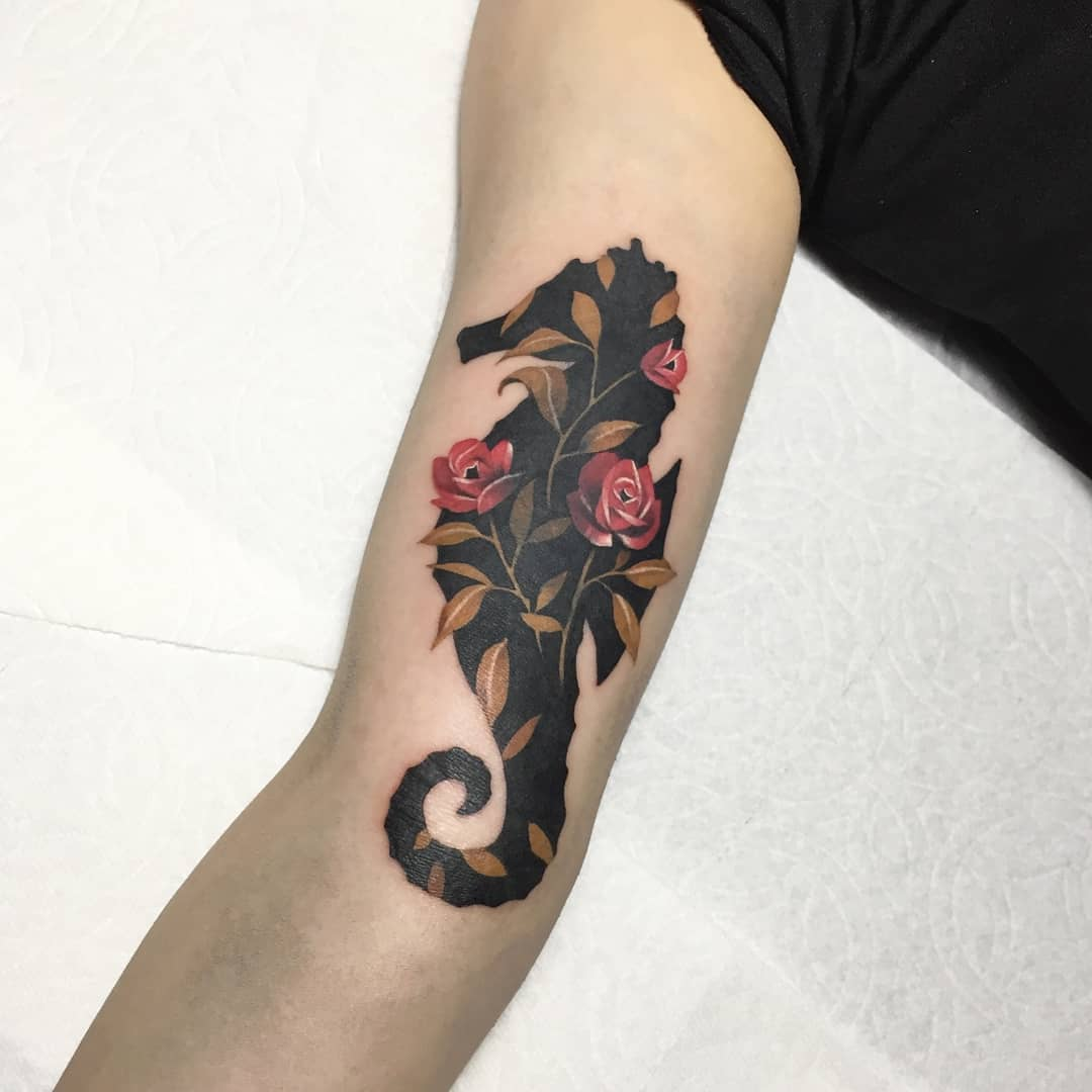 Cover-up floral seahorse by @polyc_sj