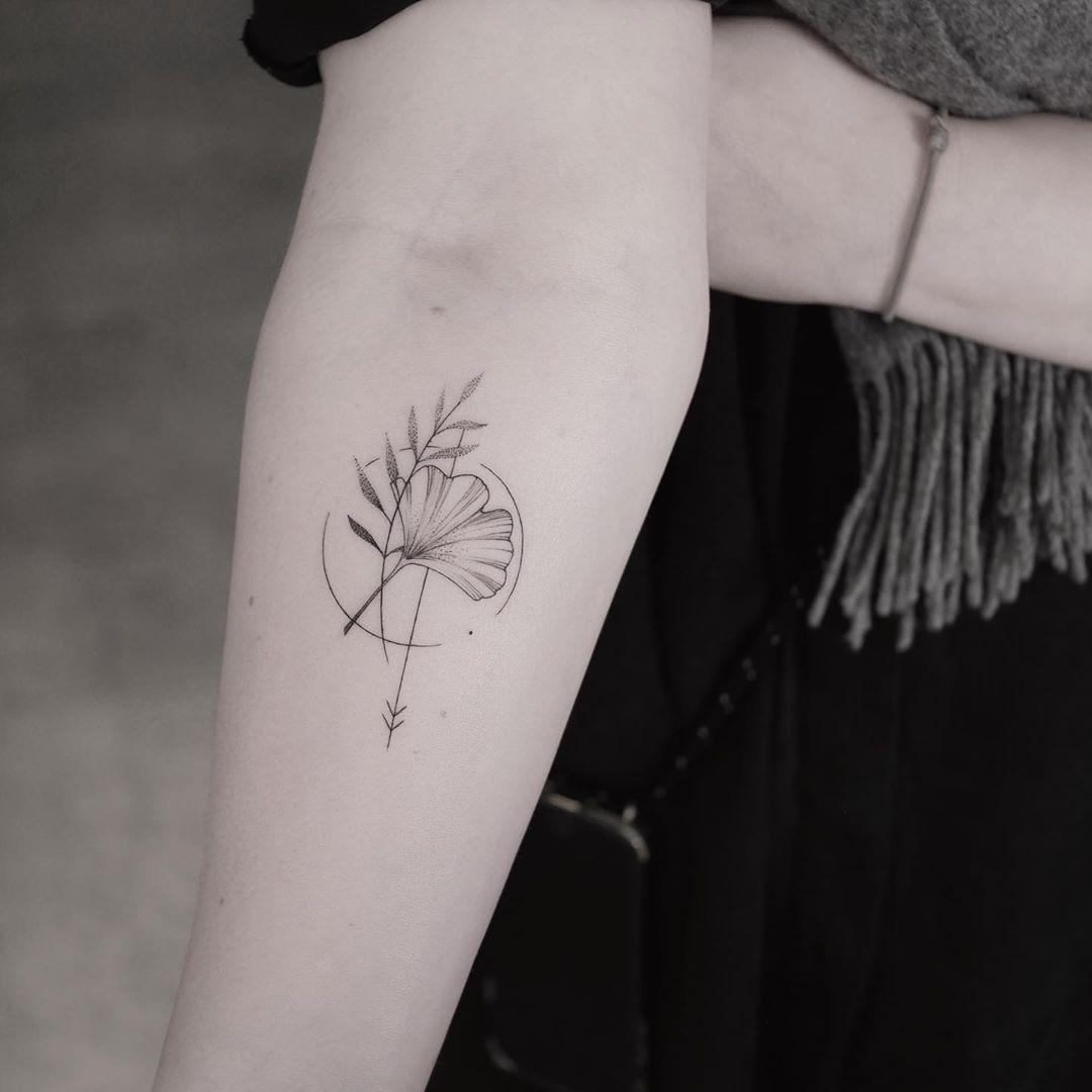 Fineline amulet by @mariafernandeztattoo