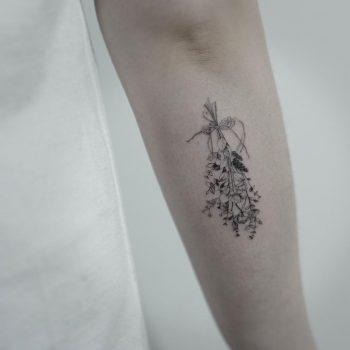 Flower bundle by @tattooist_sigak