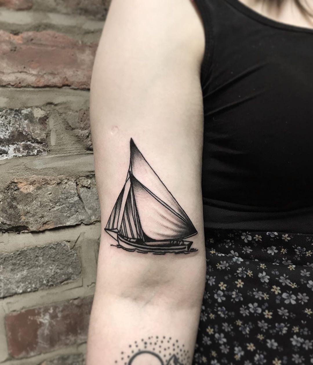 Galway hooker tattoo by @lonewolftattoo