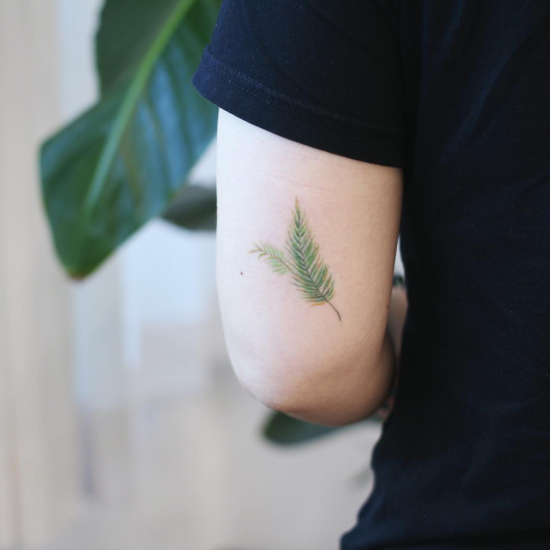 Green leafs by @vane.tattoo_