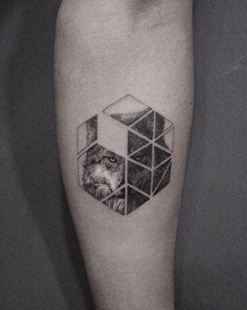 Honeycomb wolf by @coldgraytattoo