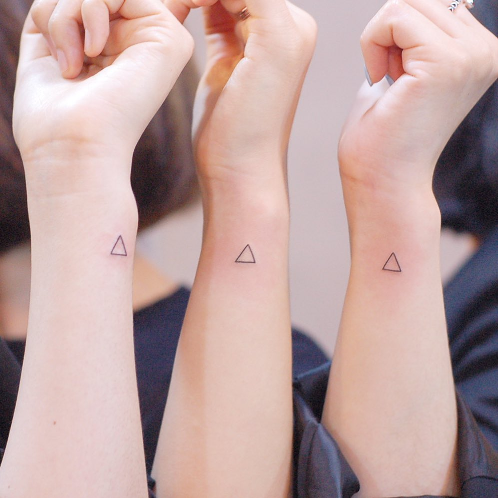 Matching triangles by @wittybutton_tattoo