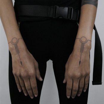 Matching wrists by @hala.chaya