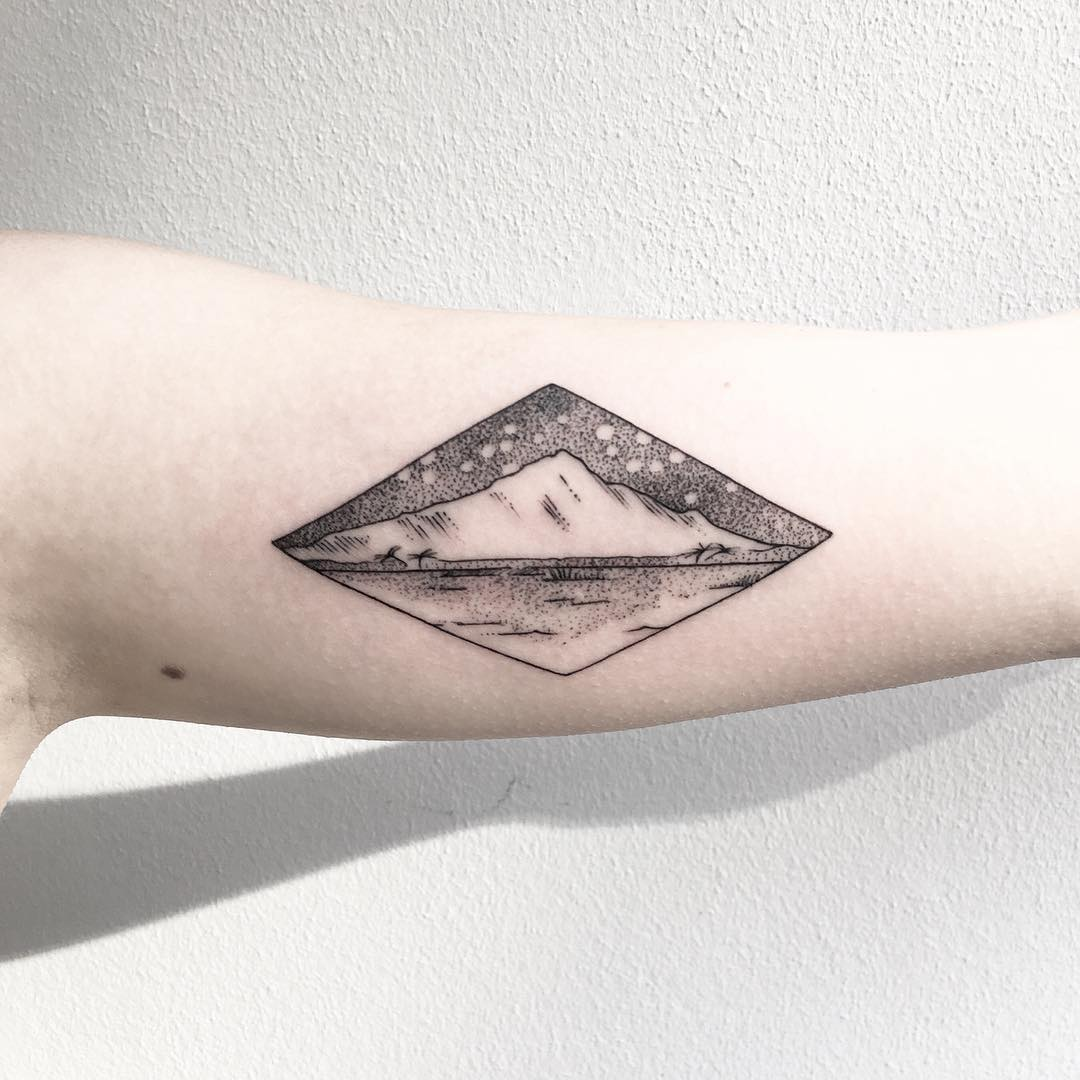 Mountain by @mariafernandeztattoo