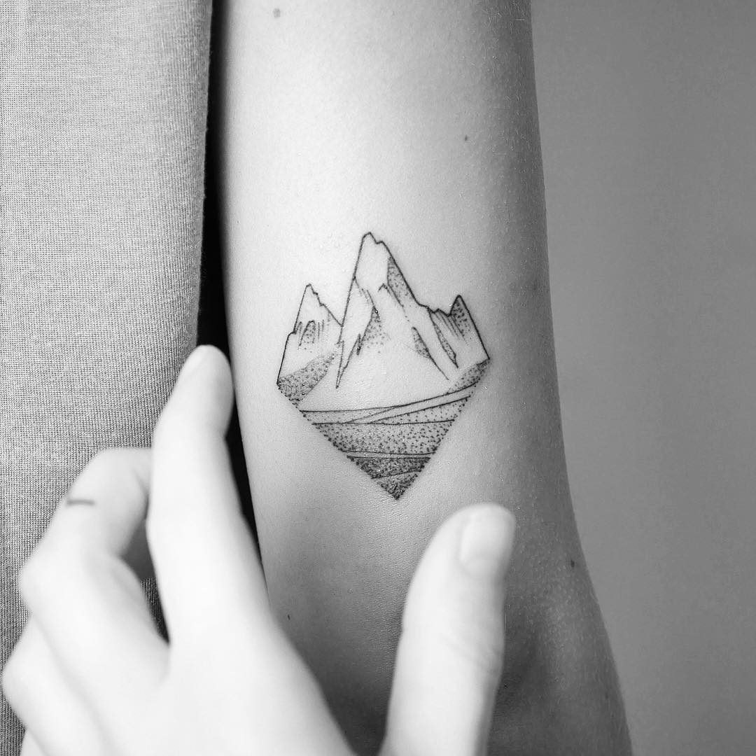 Mountain to conquer by @mariafernandeztattoo