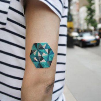 Polygonal pattern by @polyc_sj