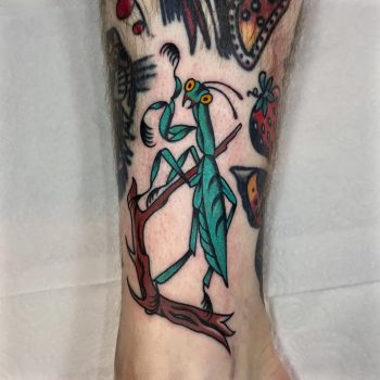 Praying mantis tattoo by @lukejinks