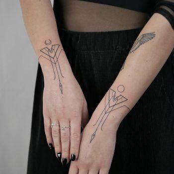 Symmetric bracelets by @hala.chaya